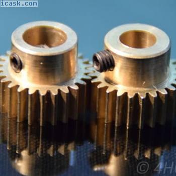 2个小齿轮,用5mm和6mm轴驱动的黄铜制成的齿轮模块0,5